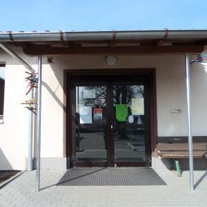 Der Eingangsbereich zur Schule